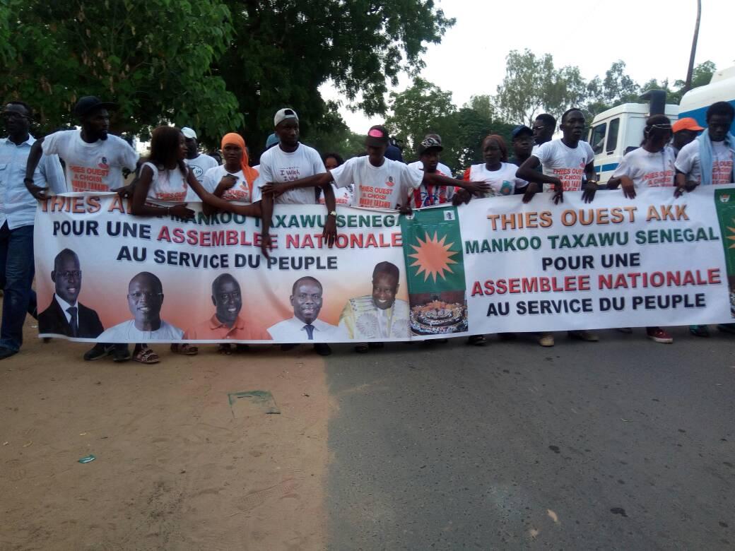 """Direct-Thiès: les premières images de la marche de """"Manko taxawu Sénégal"""" avec Idrissa Seck"""