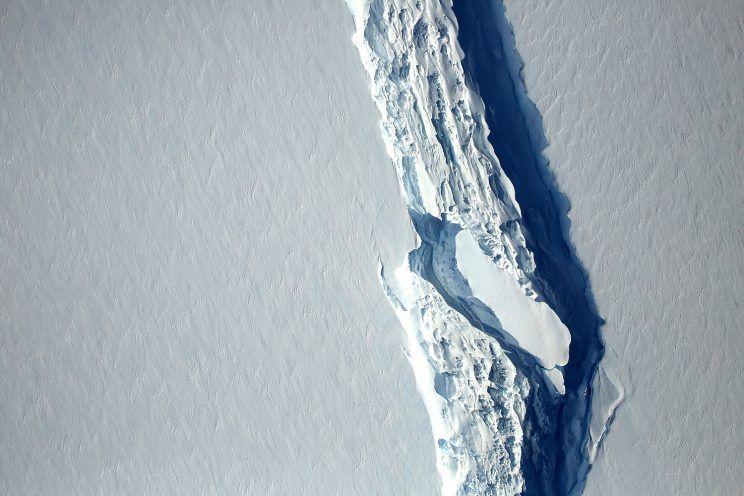 Un iceberg de mille milliards de tonnes se détache de l'Antarctique