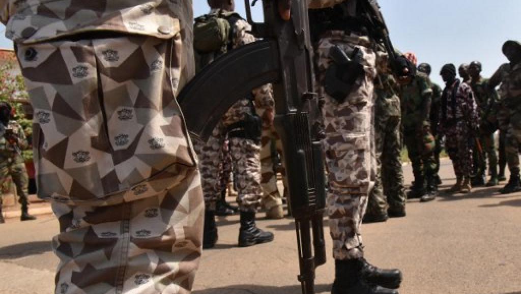 Côte d'Ivoire: trois morts après des tirs dans deux camps militaires
