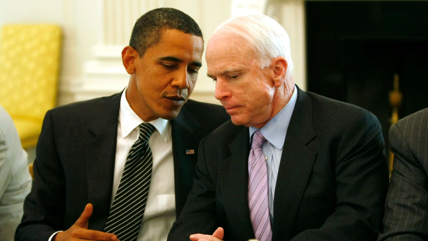 """Barack Obama réagit sur Twitter après l'annonce du cancer du Sénateur Mc Cain : """"Il ne sait pas à qui il s'attaque"""""""