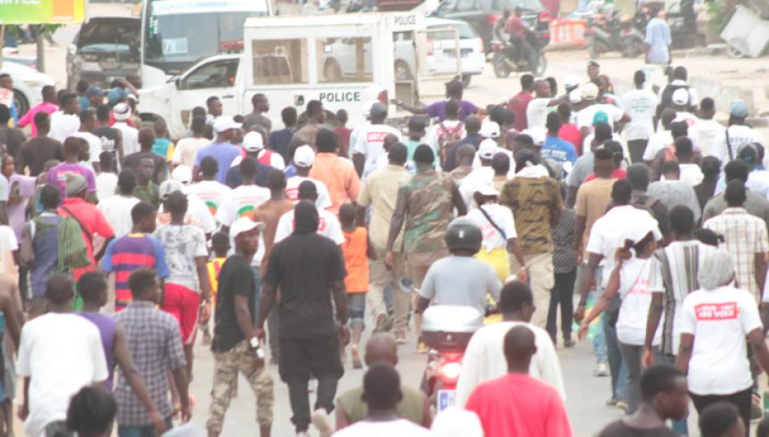 """La caravane de Manko Taxawu Senegaal pour célébrer leur """"victoire"""" émaillée par des émeutes"""