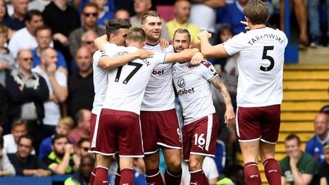 Coup de théâtre à Stamford bridge : Chelsea mené 3-0 par Burnley à la mi-temps