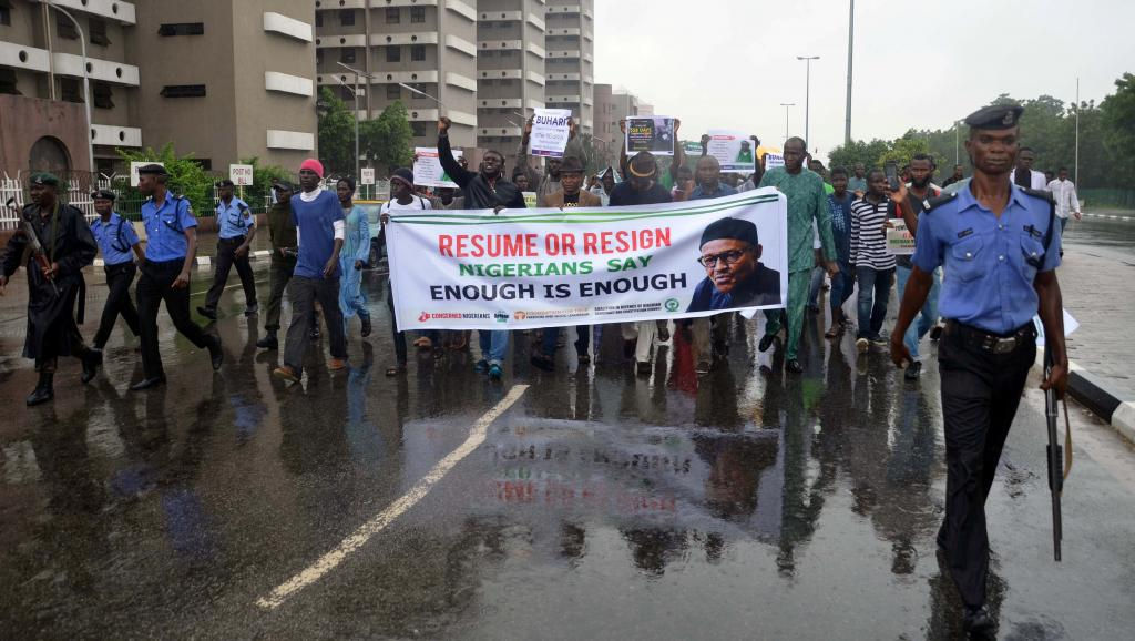 Nigeria: des manifestants demandent à Buhari de «rentrer ou démissionner»