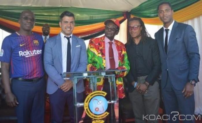 Zimbabwe: Deux légendes du Barça aux côtés de Mugabe dans le Sud