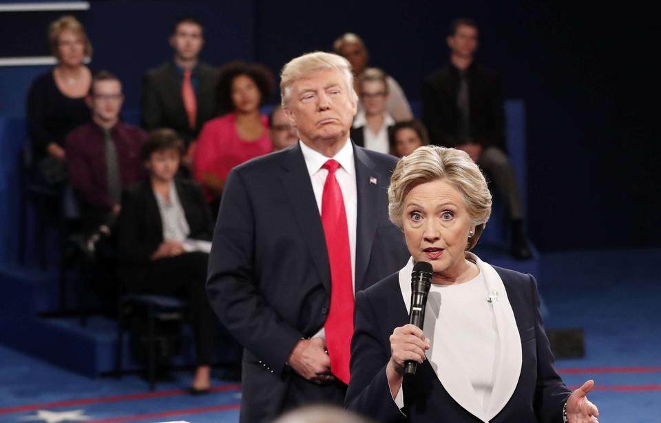 Dans son livre, Hillary Clinton se lâche et qualifie Donald Trump de «sale type»