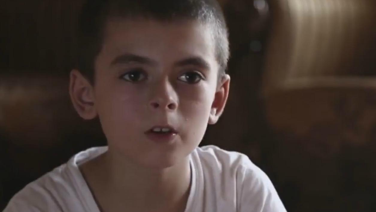 """Un enfant """"américain"""" fait la propagande pour Daesh dans une vidéo"""