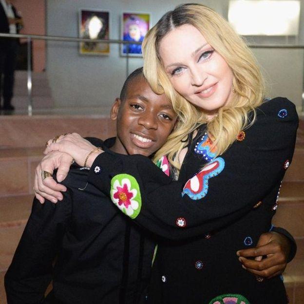 Madonna s'installe à Lisbonne avec son fils footballeur