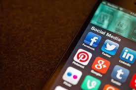 La responsabilité juridique du fait de l'usage des réseaux sociaux, de la fourniture d'accès, de fourniture de contenus