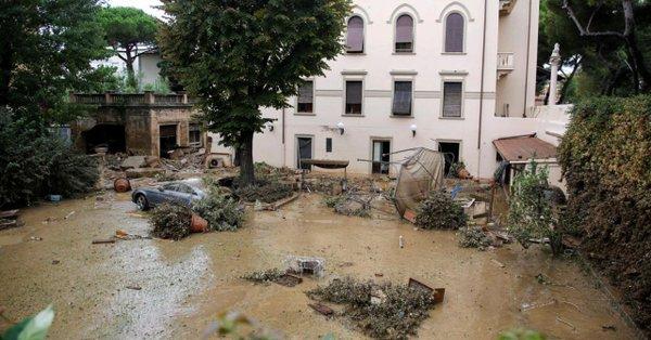 Italie: les orages et les inondations font au moins six morts en Toscane