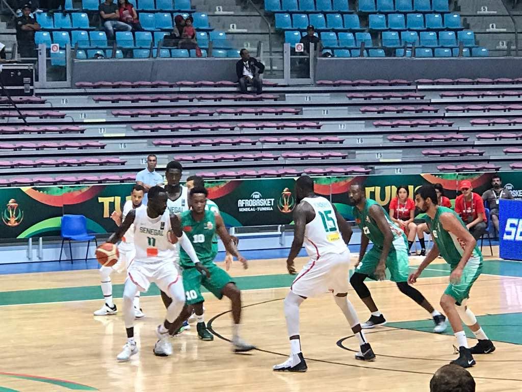 """Mi-temps Sénégal-Maroc : Les """"Lions"""" reviennent à 2 points des Marocains (31-33)"""
