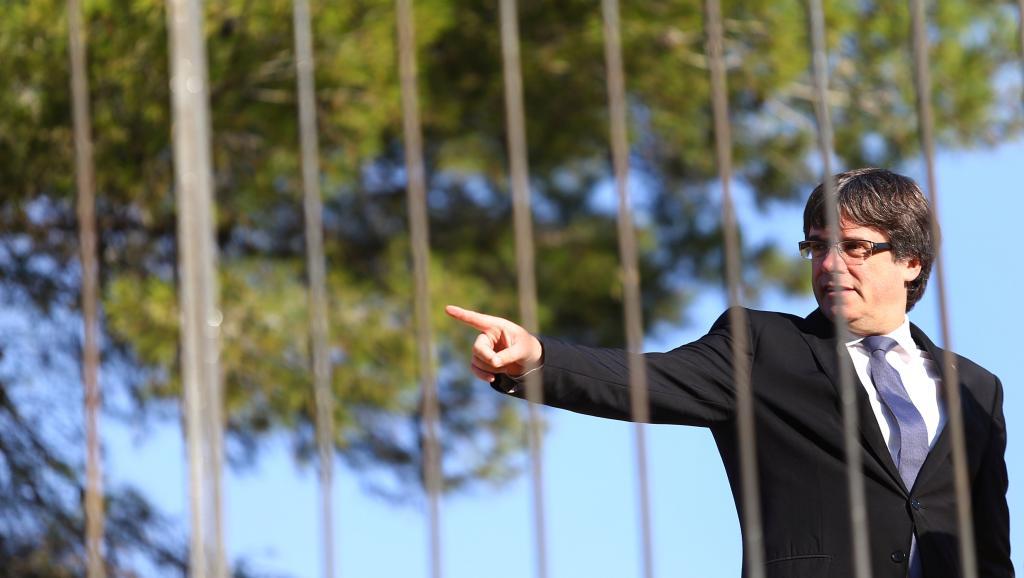 Ultimatum de Madrid à la Catalogne: Puigdemont botte en touche