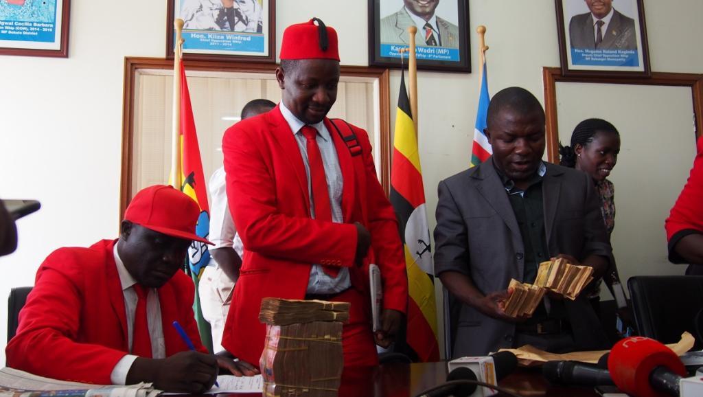 Ouganda: des députés de l'opposition refusent l'argent du Parlement