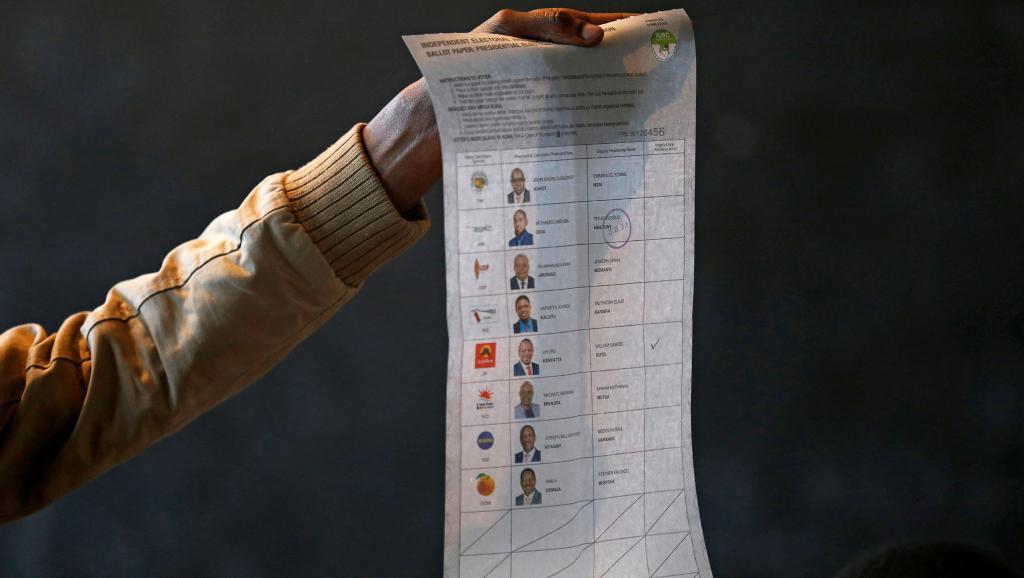 Forte abstention pour la présidentielle au Kenya, Uhuru Kenyatta donné vainqueur
