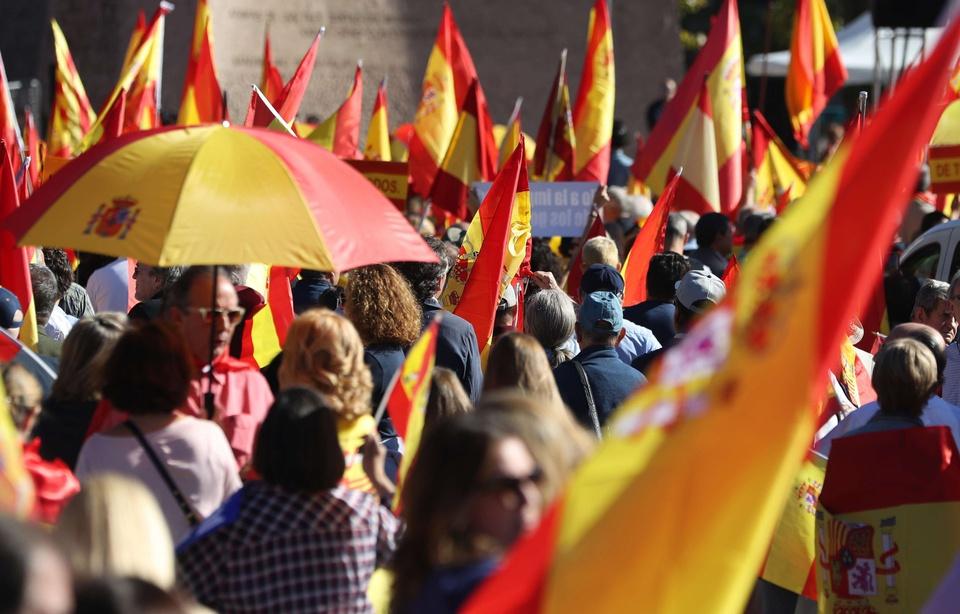 Catalogne: La garde civile perquisitionne le siège de la police catalane