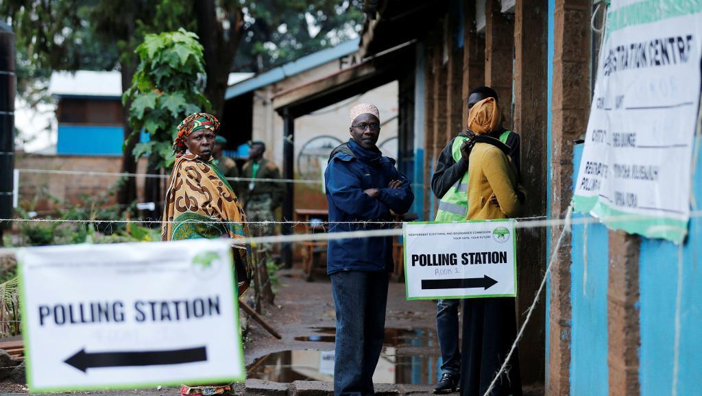 Présidentielle au Kenya: le pouvoir et l'opposition se rendent coup pour coup