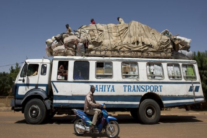Mali: un bus saute sur mine, 4 morts
