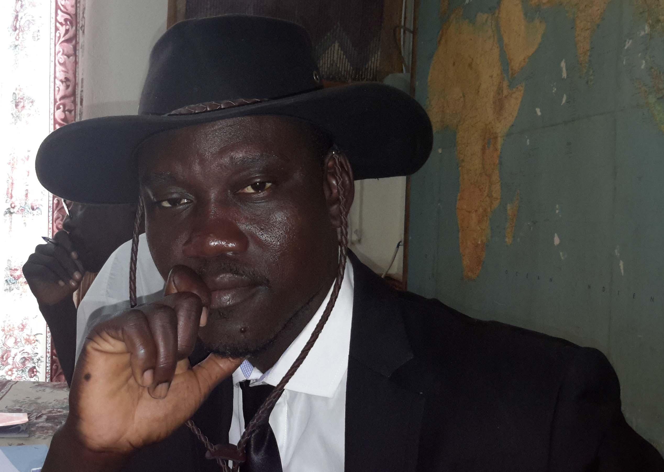Tchad: un journaliste maintenu en prison pour son travail