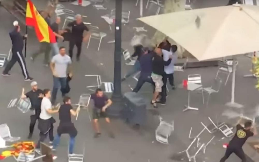 Bagarre géante à Barcelone : 21 jeunes «d'extrême droite» arrêtés