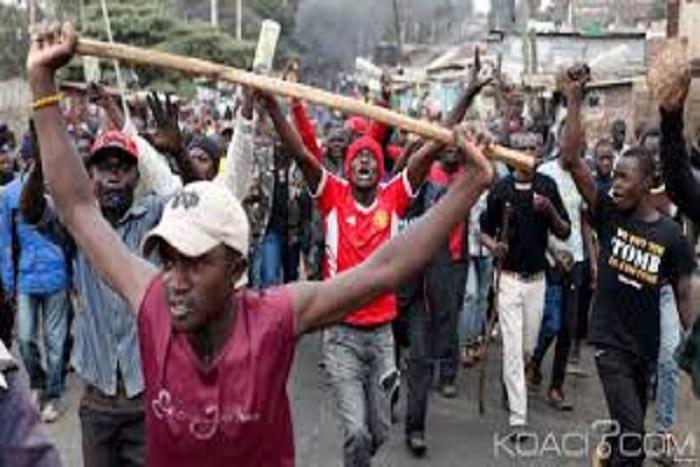 Kenya: réélection de Kenyatta validée, 2 morts dans des manifestations