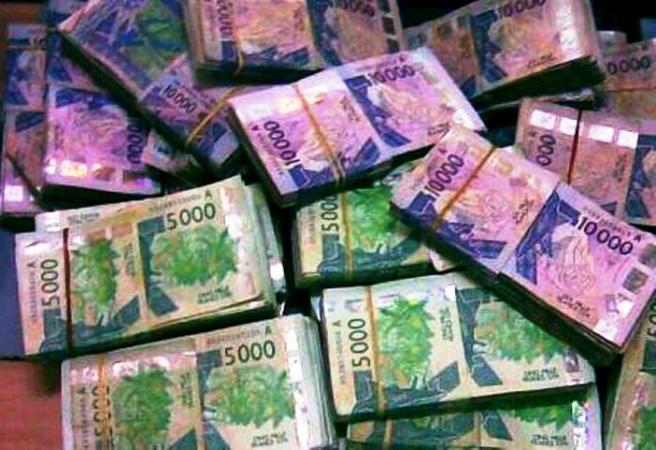 Sotuba: en guise d'offrande, il jette 10 millions dans la rue