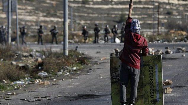 Affrontements entre Palestiniens et forces israéliennes ; au moins 1 mort et 250 blessés