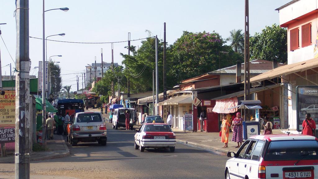 Gabon: deux reporters danois agressés à l'arme blanche à Libreville