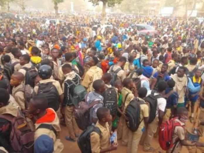 Burkina Faso: privés de notes, des lycéens manifestent