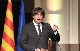 Catalogne: Carles Puigdemont propose au Premier ministre espagnol Mariano Rajoy une rencontre à l'étranger