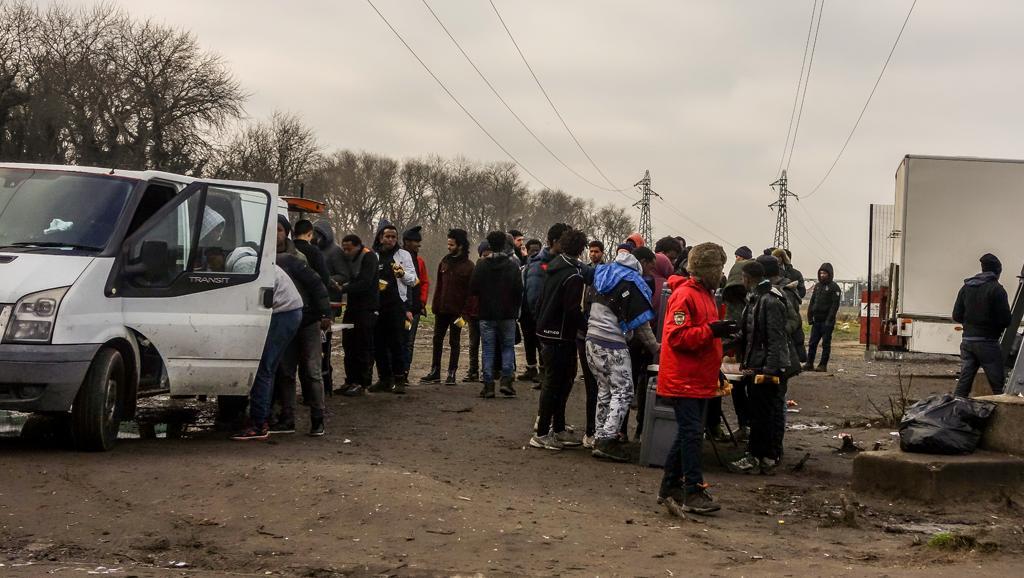 France : cinq migrants entre la vie et la mort à Calais après des affrontements