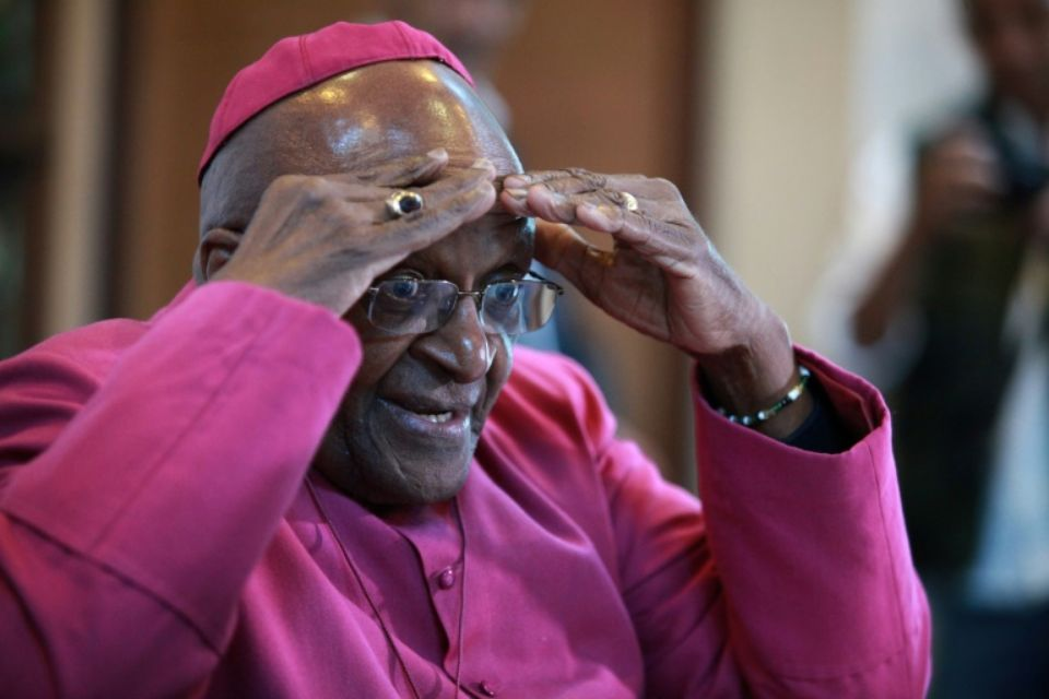 Oxfam : Le prix Nobel de la paix Desmond Tutu annonce sa démission après Baba Maal et Minnie Driver