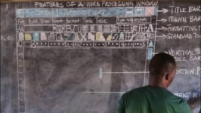 Ghana: un instituteur enseigne l'informatique...sans ordinateur