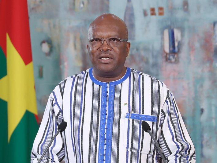 """Le Président burkinabé Roch Kaboré réagit pour la première fois aux attaques : """"La quête du pouvoir ne peut justifier une telle..."""""""