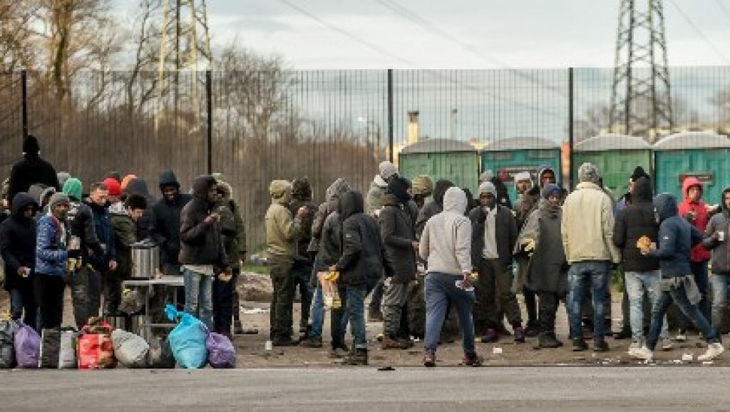 Calais: l'Etat reprend la main sur la distribution de nourriture aux migrants