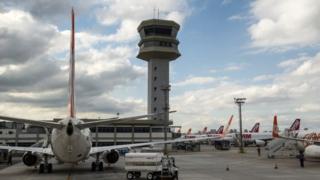 Brésil: 5 millions de dollars dérobés dans un avion