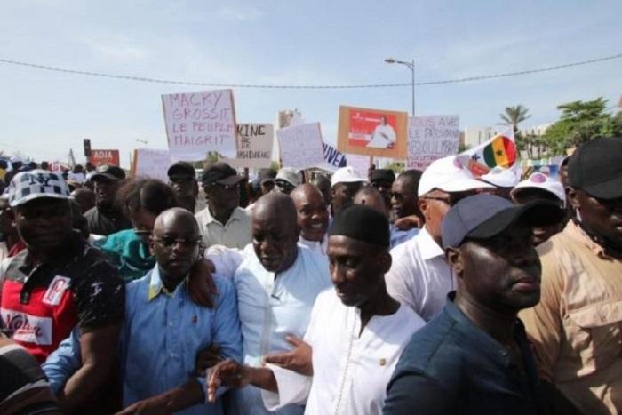 Après celle du 9 mars, l'opposition projette une «grande marche» pour…
