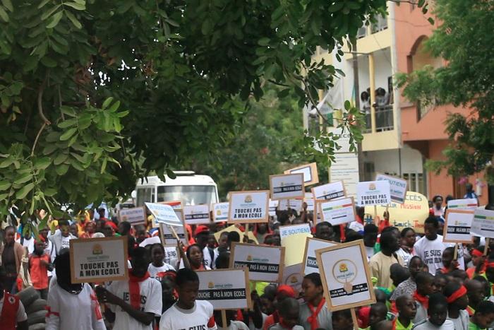 Thiès : des milliers d'élèves envahissent les rues pour soutenir les professeurs
