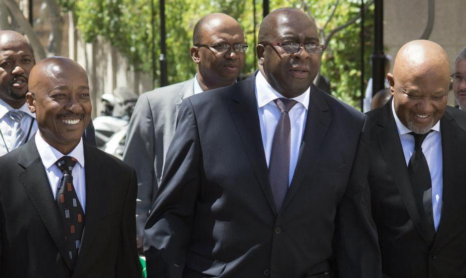 Corruption en Afrique du Sud: le président Ramaphosa suspend le patron du fisc