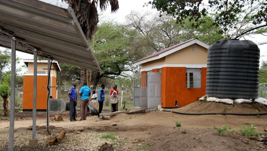Ouganda: le défi de l'eau sur la durée pour les réfugiés