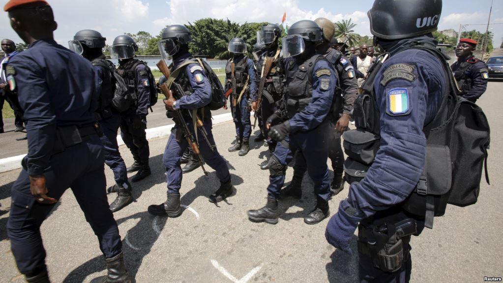 Quatre gendarmes devant la chambre criminelle pour for Chambre criminelle