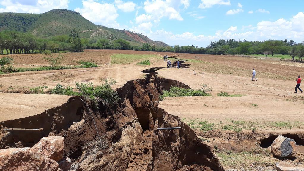 Intempéries et géologie: une route commerciale s'effondre au Kenya