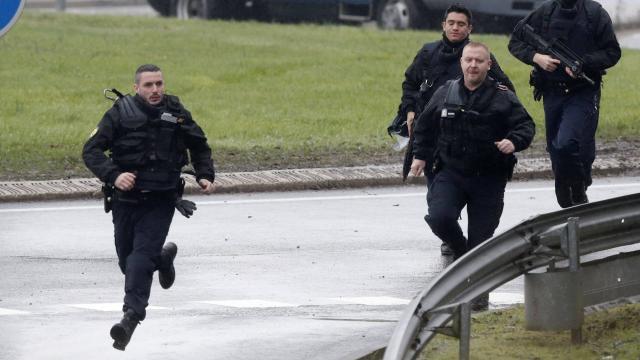 Suivez en DIRECT le développement de la prise d'otages dans un supermarché de France