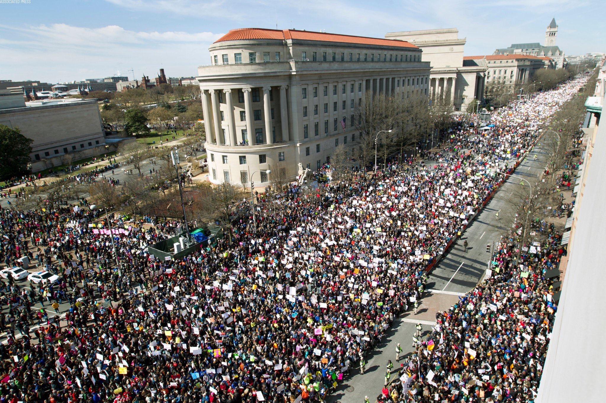 Près d'un demi million d'américains dans les rues de Washington pour marcher contre les armes