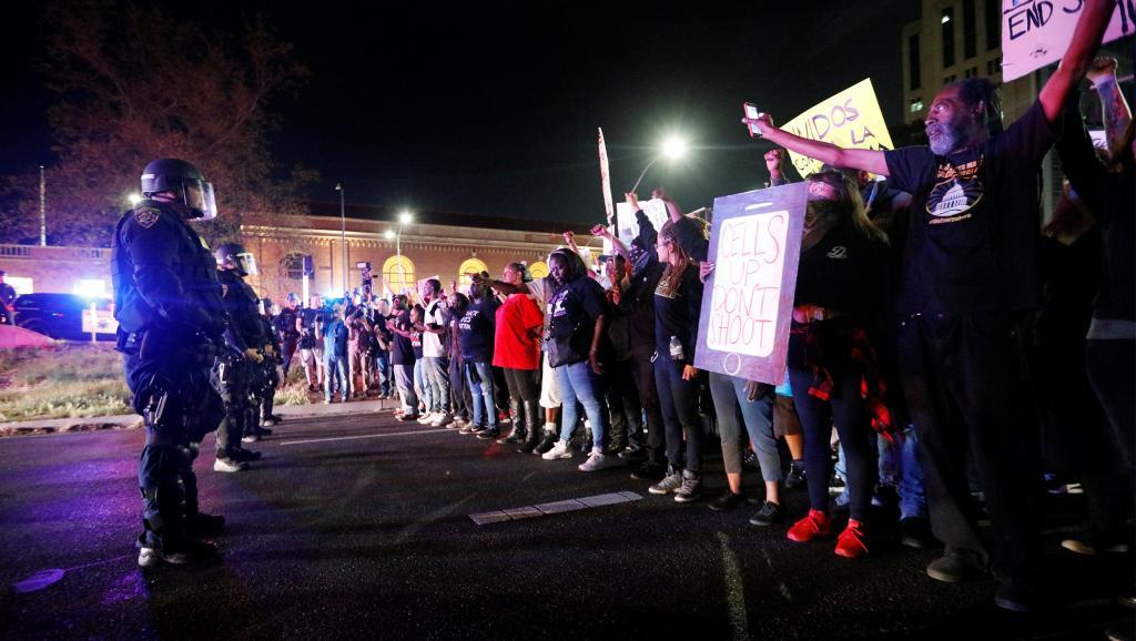 Etats-Unis: manifestation après l'autopsie d'un Noir abattu par la police