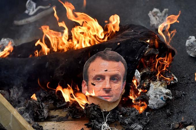 Nantes: le mannequin de Macron pendu et brûlé choque les élus LaREM