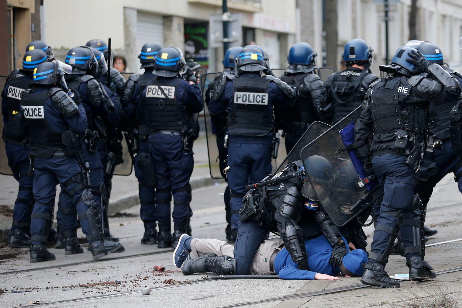 43 personnes placées en garde à vue en France après les manifestations