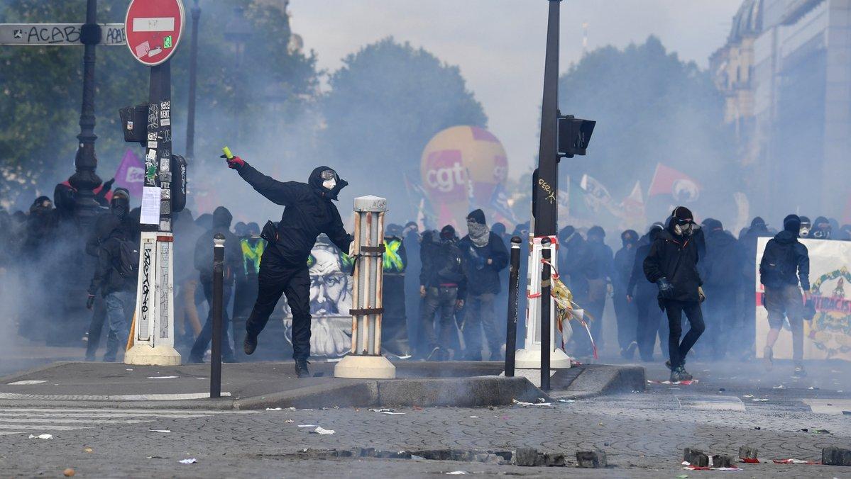 Incidents à Paris: un groupe de 200 black blocs maîtrisé