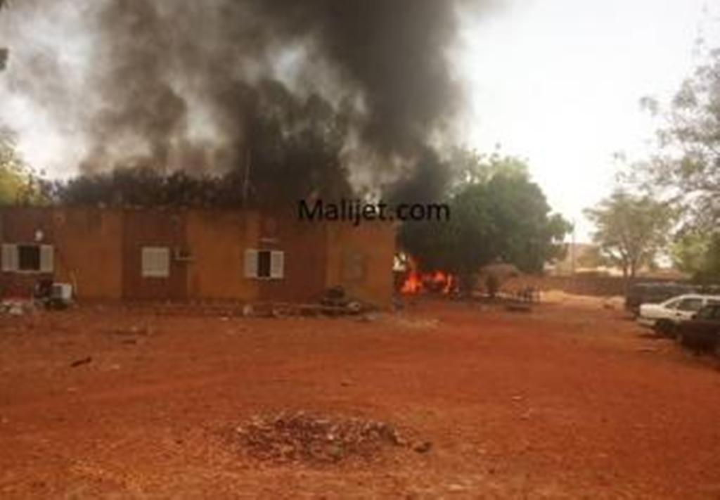 Fana : suite à l'assassinat d'un enfant, la population brûle la gendarmerie