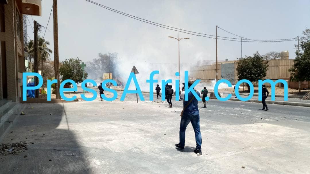 Les Images des violents affrontements à l'UCAD ce mercredi