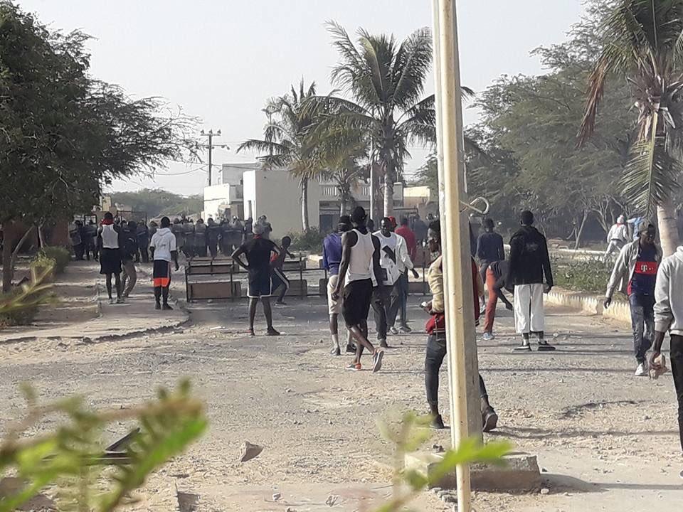 La tension remonte à l'Ugb: les étudiants barrent la Route nationale avec des pneus brûlés