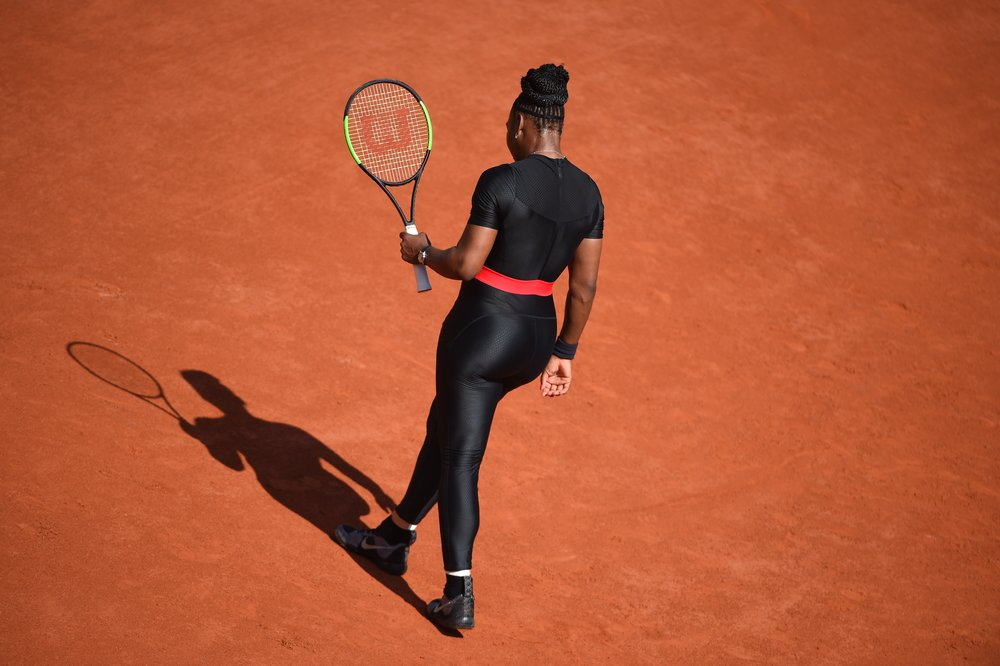 "Roland-Garros : Serena Williams a disputé son match avec une tenue de ""reine Wakanda"""